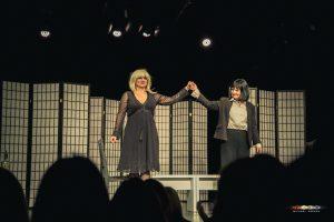 Premiere 2Frauenund1Leiche KleinesTheater Frühling2018 MichaelHerzog print 3870 300x200 - Premiere: Zwei Frauen und eine Leiche